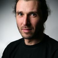 Seznamte se s B.A.S.E. jumpingem a jeho českým průkopníkem Martinem Trdlou