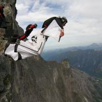 Není B.A.S.E. jako B.A.S.E. aneb jaké jsou disciplíny base jumpingu (1.díl)