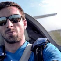 Petr Koukal testuje let větroněm pro Adrop.cz