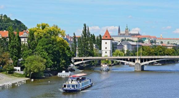 Plavby loďou v Prahe po Vltave