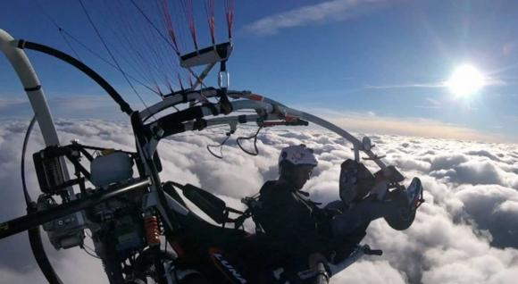Motorový paragliding na trojkolke